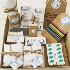 Kit baño modelo •pájaro azul• Wedding Survival Kits, Own Business Ideas, Bathroom Baskets, Cute Gifts, Sweet 16, Save The Date, Bridal Shower, Wedding Planning, Gift Wrapping