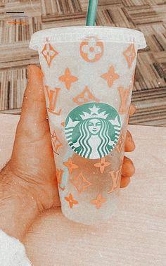 Copo Starbucks, Starbucks Cup Art, Bebidas Do Starbucks, Custom Starbucks Cup, Starbucks Drinks, Peach Aesthetic, Aesthetic Coffee, Aesthetic Food, Summer Aesthetic