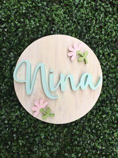 ideas baby diy nursery newborns shower gifts for 2019 Wood Name Sign, Name Signs, Baby Shower Signs, Baby Boy Shower, Baby Showers, Newborn Nursery, Girl Nursery, Baby Newborn, Diy Bebe