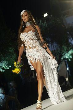 Novia Ibicenca efecto tatoo asimetria y transparencia Ibiza Fashion, Bohemian, Tatoo, Brides, Style, Boho