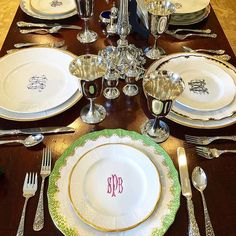 Elevate your everyday by adorning your tablescapes with custom porcelain dishes. Layer these monogrammed dishes with your modern and vintage finds to make unique place settings. Explore more custom dinnerware at https://www.sashanicholas.com/shop-all/weave-24k-gold-salad-plate-with-monogram/ | Perfect Place Settings | Tablescapes | Dinnerware | China | Wedding Registry | Entertaining | Ideas | Monogrammed