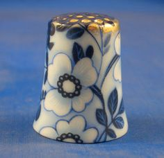 GOLD TOP THIMBLE - BLUE DAISY FLORAL CHINTZ
