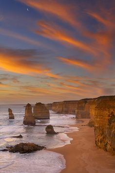 The Twelve Apostles, Victoria, photo by David Noton
