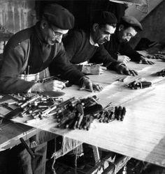 Robert Doisneau - Tapestry //  Basse lisse à Aubusson 1945