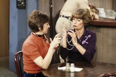 laverne and shirley Signed Sealed Delivered, Penny Marshall, Cindy Williams, Laverne & Shirley, Catherine Bach, Sam And Cat, Moving To California, Old Shows, Classic Tv