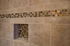 Interesting color band, made to look wider by the 3 x 6 tiles bordering it, along with a niche accent to match.