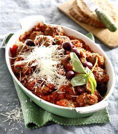 Pečené masové kuličky s rajčatovo-olivovou omáčkou