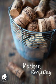 Korken recyclen - Weinkorken richtig recyclen - Was tun mit Weinkorken? | relleomein.de #korken #diy #zerowaste #recycling Recycling, Zero Waste, Diys, Convenience Store, Mindful, Flasks, Marble, Stone, Sustainability