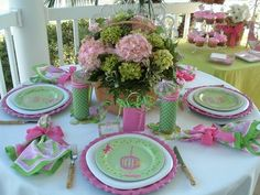 Tablescape with Lilly Pulitzer, pink and green! ¡Tablescape con Lilly Pulitzer, rosa y verde! Lilly Pulitzer, Backyard Baby Showers, Beautiful Table Settings, Green Table, Everything Pink, Deco Table, Decoration Table, Green Decoration, Birthday Bash