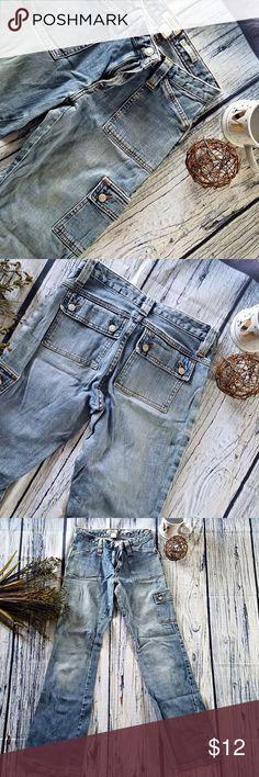 Old Navy vintage stretch jeans size 1 Old Navy vintage stretch jeans  button pockets  SIZE 1  Barely worn  MAKE AN OFFER  (a11) Old Navy Jeans