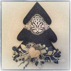 Albero in lana cotta blu con pizzo vintage e rametti bianchi e blu, by fattoamanodaTati, 28,00 € su misshobby.com