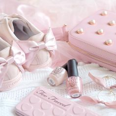 Styling My Parisian Princess Dressing Table - Love Catherine Photo Deco, Accessoires Iphone, Princess Aesthetic, Everything Pink, Pink Princess, Girly Outfits, Pastel Pink, Girly Girl, Girly Things