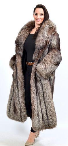 Fox Fur Coat, Fur Fashion, Chic Outfits, Style Guides, Mantel, Indigo, Sexy Women, Beautiful Women, Long Hair Styles