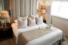 Boutique Hotel Bedroom, Hotel Bedroom Design, A Boutique, Bedroom Designs, Boutique Hotels, Hotel Bedroom Decor, Hotel Room Decoration, Casa Hotel, Hotel Lounge