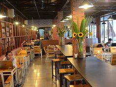 cafe sách Hub http://www.toiyeuhanquoc.com/cung-ghe-tham-nhung-quan-cafe-dep-o-sai-gon/