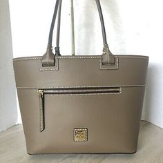 Style: The Beacon Zip Tote is a sleek and sophisticated take on the classic carryall. Shopper Tote, Tote Bag, Wristlet Wallet, Dooney Bourke, Michael Kors Jet Set, Leather Wallet, Taupe, Women's Fashion, Purses
