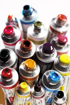 Tubes of paint / rainbow colour / vibrabt colour / art materials Winsor and Newton AWC Colours Artist Aesthetic, Atelier D Art, Paint Tubes, Art Hoe, Artist Life, Crayon, Paint Brushes, Art Studios, Painting & Drawing