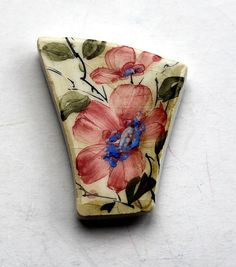 Handmade ceramic tile magnet. Fridge magnet. Hand painted pink flower magnet. Kitchen décor. Makes the perfect gift for a loved one, relative, friend, or
