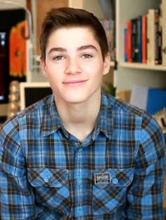 Jack Harries he looks like he could be related to Sean Berdy Jack And Finn Harries, Jack Finn, Jack And Jack, British People, You're Hot, Boys Like, Book Tv, Attractive People, Dream Guy