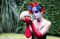 Modelo: Karen Rocha. Locación: Parque de las novias, CDMX.  Vestida de Catrina, una imagen mexicana creada por José Guadalupe Posadas, y nombrada como Catrina por el muralista Diego Rivera. Si quieres ver otras imágenes, no dudes en visitar mi sitio web.