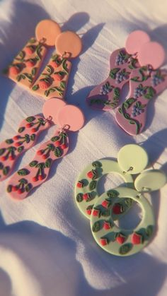 Cute Polymer Clay, Polymer Clay Miniatures, Polymer Clay Jewelry, Clay Art Projects, Polymer Clay Projects, Diy Clay Earrings, Etsy Earrings, Diy Gifts To Sell, Teenager Outfits