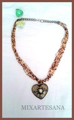"""C60 Gargantilla en marrón y crema, elaborada con mostacillas, y colgante en oro viejo """"Corazón y Flor de Loto"""" Precio: 10 euros"""