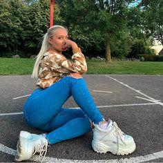 @buffaloshoesfanclub • Instagram-Fotos und -Videos Platform Tennis Shoes, Platform Sneakers, Gala Gonzalez, Looks Rockabilly, Buffalo Shoes, Socks Outfit, Instagram Photo Video, Clogs, Chunky Sneakers
