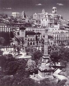 Paseo del Prado; en primer plano,se ve el Obelisco homenaje a los caídos de 1840; al fondo, el antiguo Palacete que había en lugar de la actual sede del Ico
