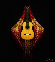 Manton de Manila y Guitarra flamenca
