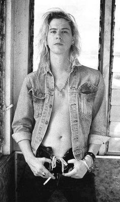 Duff is Sooo handsome❤️                                                                                                                                                     More