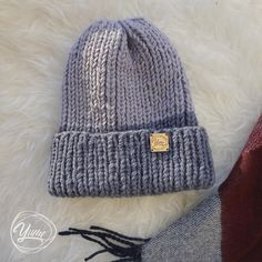 89c02bb65592 вязанные шапки спицами: лучшие изображения (10) в 2019 г.
