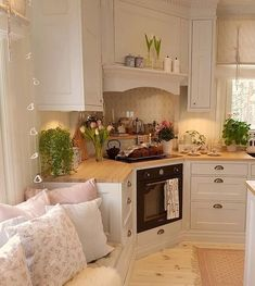 This is such a cute placement, I would never have thought of a corner stove . - This is such a cute placement, I would never have thought of a corner stove …. This is such a cute placement, I would never have thought of a corner stove …. Kitchen Interior, Kitchen Design Small, Kitchen Decor, House Interior, Kitchen Furnishings, Country Kitchen, Sweet Home, Home Kitchens, Corner Stove