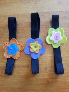 Cómo hacer un marcapáginas de fieltro en forma de #flor  #diy #manualidades http://blgs.co/uP1mj9