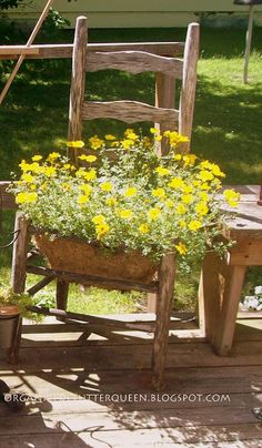 Old chair planter. I hzve an old chair I want to try this with :) Garden Chairs, Garden Planters, Garden Beds, Dream Garden, Home And Garden, Chair Planter, Outdoor Projects, Outdoor Decor, Diy Vintage