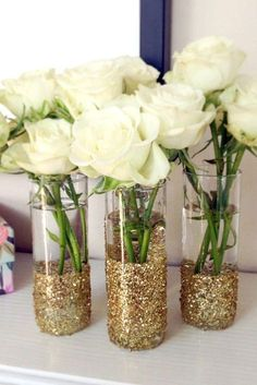New Wedding Simple Centerpieces Diy Glitter Vases Ideas Glitter Vases, Gold Glitter, Glitter Mason Jars, Glitter Flowers, Glitter Bomb, Glitter Art, Glitter Cardstock, College House, College Roommate