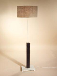 Lámpara de pie en forja Leya , se puede cambiar el color de la forja, la madera, así como la pantalla.