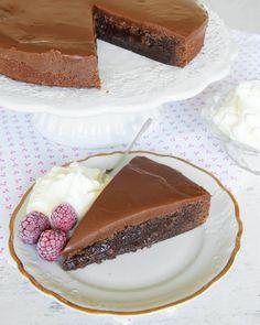 Kolatårta Baking Recipes, Cake Recipes, Dessert Recipes, No Bake Desserts, Delicious Desserts, Swedish Recipes, My Dessert, No Bake Cake, Cupcake Cakes