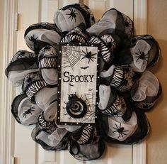 Spooky spider Halloween mesh door wreath