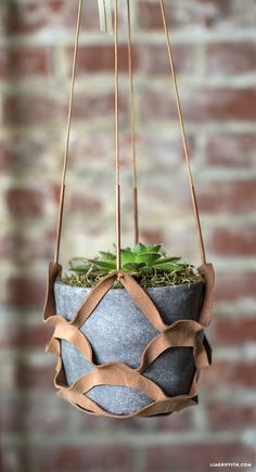 Making a DIY leather plant hanger is a wonderful and simple project that you can easily customize for your specific home decor. Metal Plant Hangers, Wall Plant Hanger, Hanging Plant Wall, Diy Planters, Hanging Planters, Plants For Hanging Baskets, Pot Hanger, Upcycled Crafts, Flower Pots