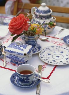 Yup, we are definitely in the mood for some nice #Victorian tea! Victorian Living History Garden Tea - tea setting - 091 by Mt. Hood Territory, via Flickr