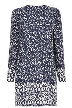 This printed shift dress is constructed from a soft woven fabric and features a round neck, puff shoulder detailing and a concealed zip closure on the back. Height of model shown: 5ft 10 inches/178cm. Model wears: UK size 10.Fabric:Main: 100.0% Polyester.Wash care:Machine WashProduct code: 02538599 Price: £55.00