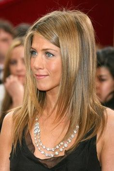 Jennifer Aniston-Love her hair color here Jennifer Aniston Haircut, Jennifer Aniston Hair Color, Jennifer Aniston Photos, Jenifer Aniston, Balayage Rubio Natural, Pretty Hairstyles, Straight Hairstyles, Hairstyle Ideas, Easy Hairstyles