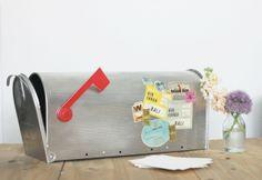 DIY-personnaliser-une-urne-avec-des-etiquettes-de-voyage-vintage-10