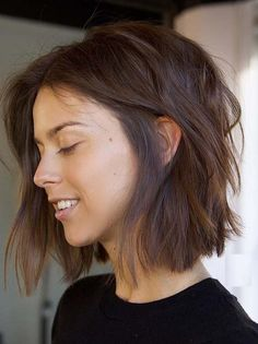 Amazing Bob Brown Lob Hair, 18 Bob Hairstyles for Fine Hair - Hair Styles Blonde Bob Hairstyles, Bob Hairstyles For Fine Hair, Layered Bob Hairstyles, Lob Hairstyle, Trending Hairstyles, Bob Hairstyles 2018, Hairstyles Videos, Medium Short Hairstyles, Hairstyle For Women