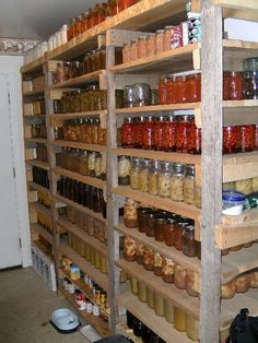 Pantry photos - Homesteading Today This is what our stock looked like when I was a kid :) Food Storage Rooms, Canned Food Storage, Pantry Storage, Pantry Organization, Canning Jar Storage, Pantry Ideas, Canning Food Preservation, Preserving Food, Root Cellar