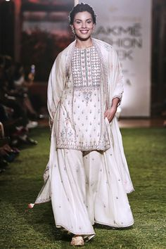 Anita Dongre presents Natural hued embroidered kurta with sharara pants set available only at Pernia's Pop Up Shop. Indian Designer Suits, Indian Suits, Indian Attire, Indian Ethnic Wear, Indian Designers, Punjabi Suits, Fashion Week 2018, Lakme Fashion Week, Pakistani Dress Design