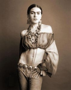 Madonna as Frida Kahlo by Steven Meisel - 1992 Diego Rivera, Tina Modotti, Frida And Diego, Frida Art, Steven Meisel, Hippie Man, Hippy Girl, Life Inspiration, Famous Artists