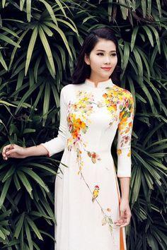 Hoa khôi Nam Em khoe sắc với áo dài