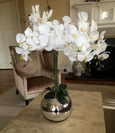 Our Real Touch White Orchids Are Made From Latex Covered Silk Flowers To Give An Ultra Naturalistic Look Any Display Or Bouquet Elegant Orchid Stems