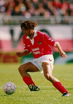 Rui Costa SL Benfica Best Football Players, Good Soccer Players, Football Love, World Football, Rui Costa, Portugal Soccer, Football Accessories, My Dream Team, Sports Marketing